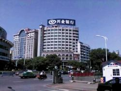 兴业银行新余支行楼顶大型广告屏